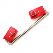 Красные оковы на ноги с металлической распоркой