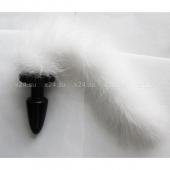 Средний черный плаг с пушистым хвостиком из перьев