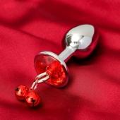 Анальная втулка с красным кристаллом и колокольчиками