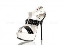 Туфли бело-черные лакированные с заклепками 37